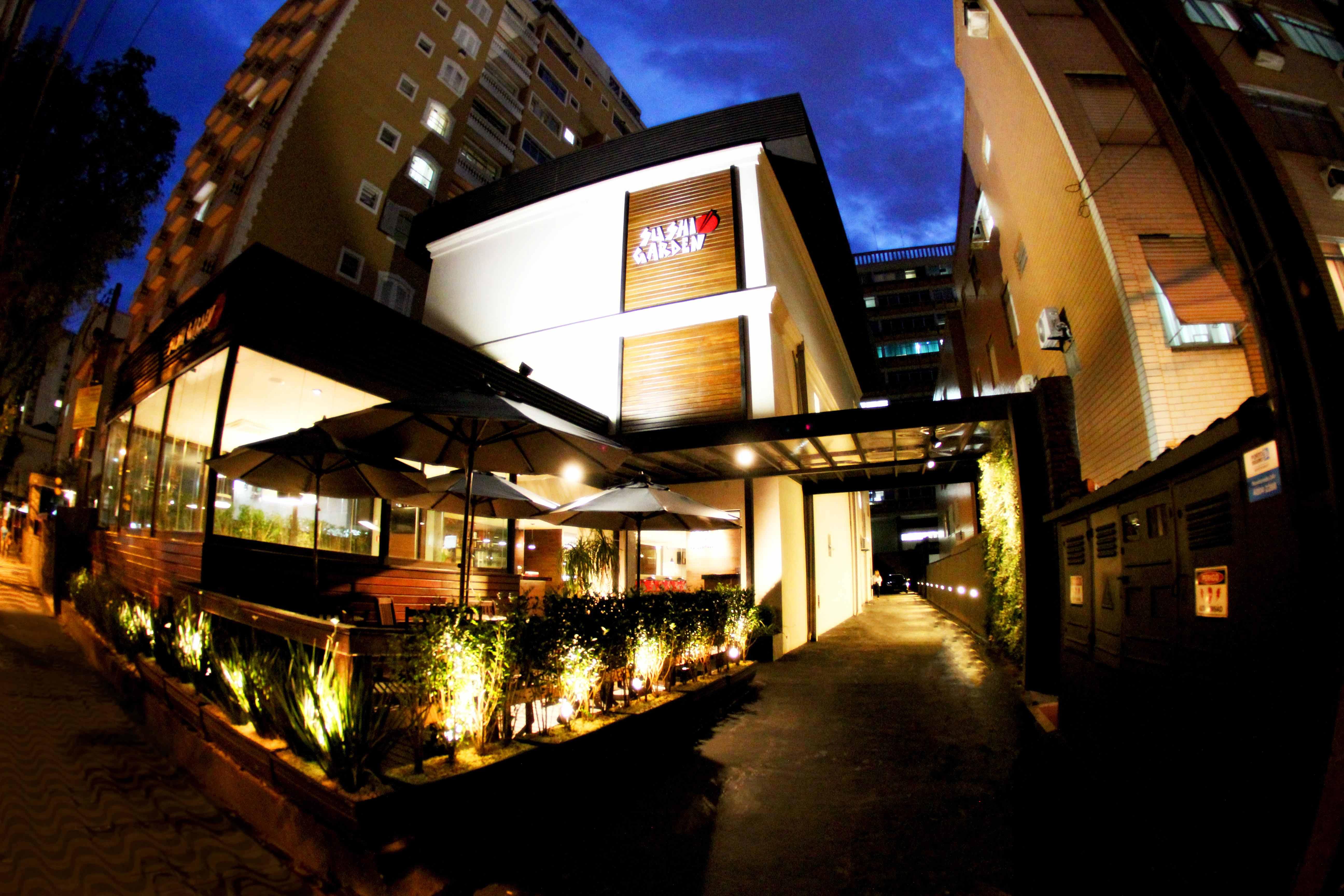 01-Sushi-Garden-restaurante-japones-arquitetura-design-mazzark