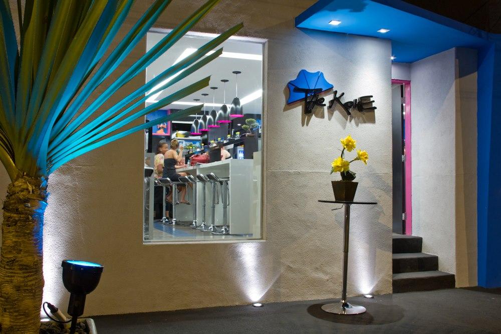 01-the-kone-temaki-temakeria-arquitetura-design-tropical-planta-fachada-logo